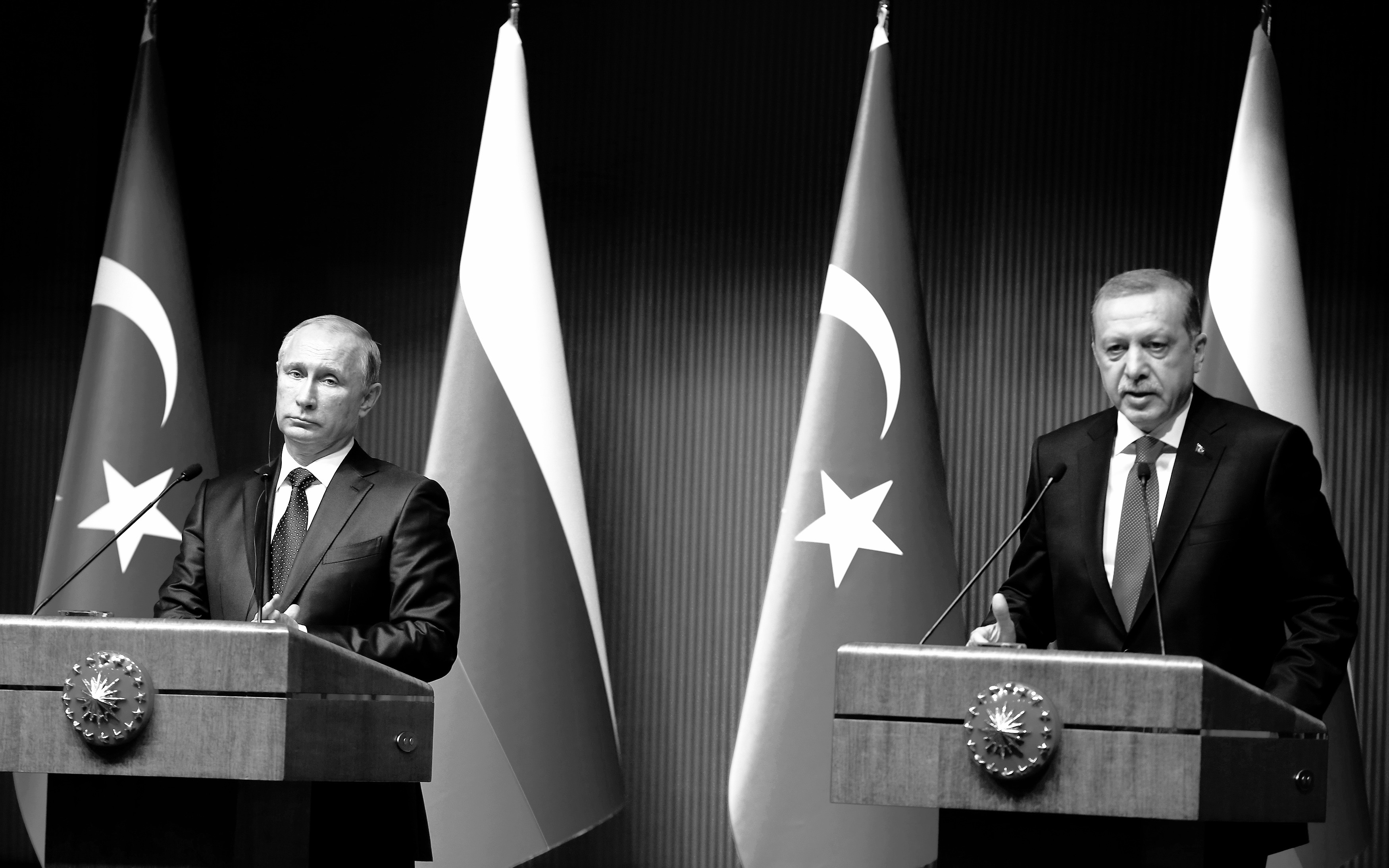Russia's President Vladimir Putin and Turkey's President Tayyip Erdogan attend a news conference at the Presidential Palace in Ankara December 1, 2014. REUTERS/Umit Bektas (TURKEY - Tags: POLITICS) - RTR4GAUT
